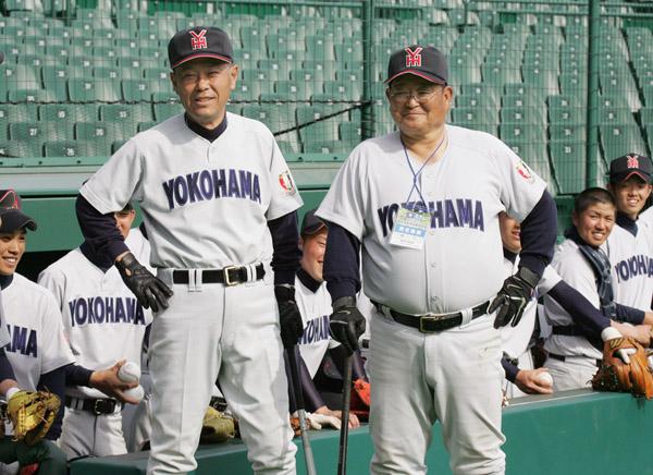 長い間コンビを組んだ渡辺前監督(左)と筆者/(C)日刊ゲンダイ