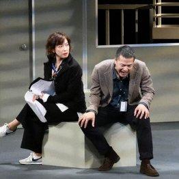 """二兎社「ザ・空気」 日本社会を覆う""""戦前回帰""""への警鐘"""