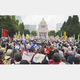 一昨年の安保法制反対集会(C)日刊ゲンダイ