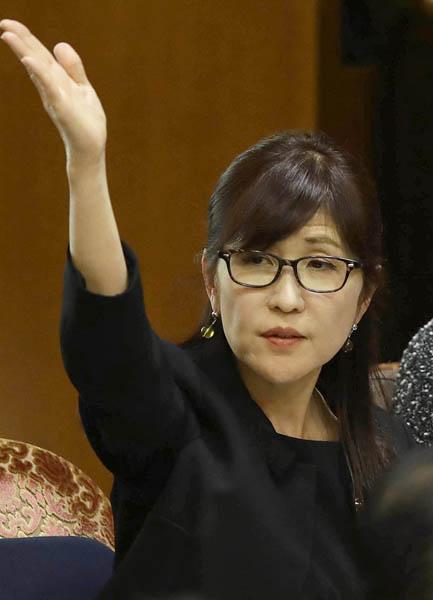 「教育勅語を取り戻す」と稲田防衛相(C)日刊ゲンダイ