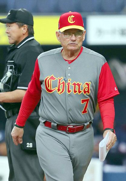 中国代表のマクラーレンはフィリーズのブルペンコーチ(C)日刊ゲンダイ