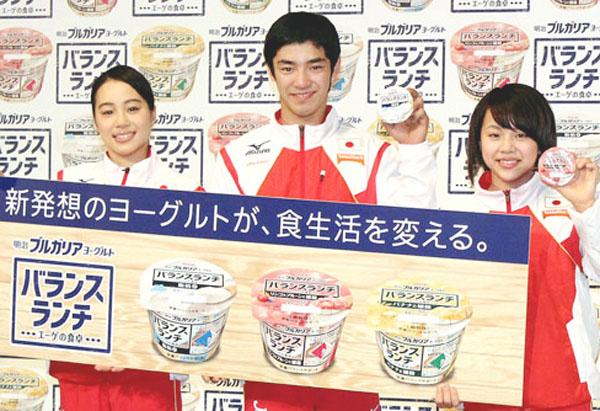 左から笹田、白井、村上(C)日刊ゲンダイ