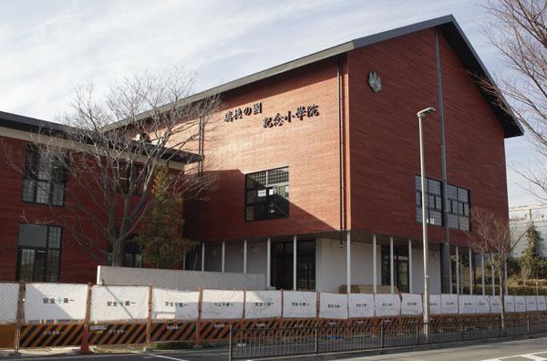 立派な校舎だが(C)日刊ゲンダイ