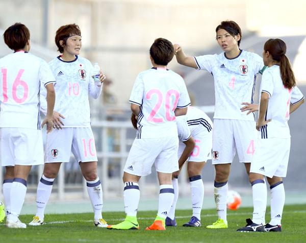 チームの柱として奮闘したMF阪口(10番)とDF熊谷(4番)/(C)早草紀子