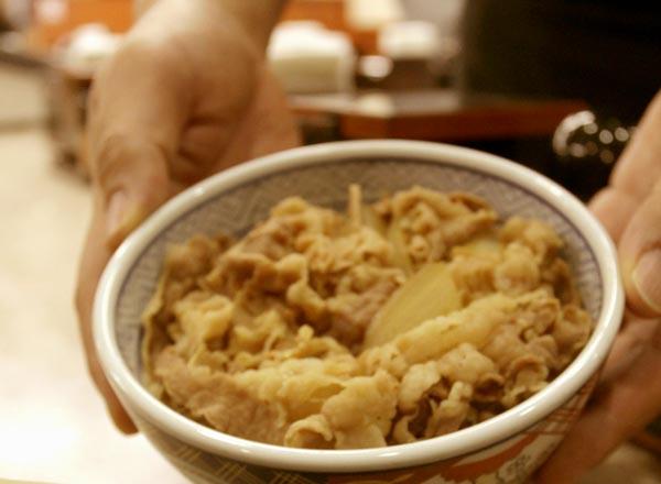 無性に牛丼が食べたくなるときがある(C)日刊ゲンダイ