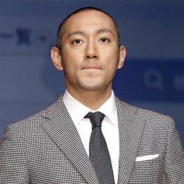 「三月大歌舞伎」で助六を演じる海老蔵(C)日刊ゲンダイ