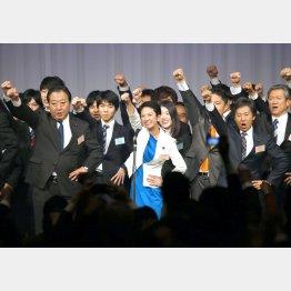 民進党大会での蓮舫代表ら執行部(C)日刊ゲンダイ