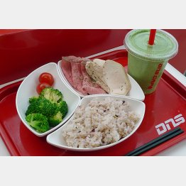 記者の食事はトータルで450.3キロカロリー(C)日刊ゲンダイ