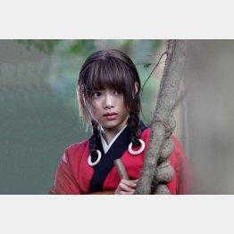 1人2役を演じる杉咲花(C)沙村広明/講談社(C)2017映画「無限の住人」製作委員会