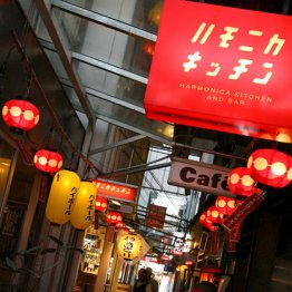 安さだけじゃない…若い女性が「昭和酒場」にハマるワケ