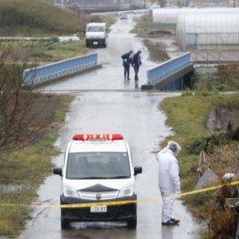 現場周辺を捜索する千葉県警の捜査員