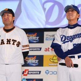 中日・森監督(右)の隣で微妙な表情を浮かべる巨人・高橋監督