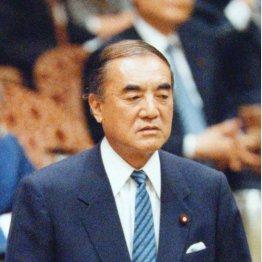 中曽根内閣は問題を認めたが、安倍政権は否定せず(C)日刊ゲンダイ