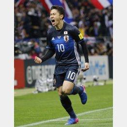 タイ戦でゴールを決めて雄叫びを上げる香川(C)日刊ゲンダイ
