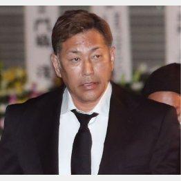 通夜に訪れた清原和博氏(C)日刊ゲンダイ