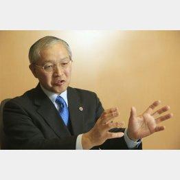 内閣府公文書管理委員会委員長代理の三宅弘氏(C)日刊ゲンダイ