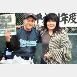 野球が大好きだった恭平君と母の優美子さん(提供写真)