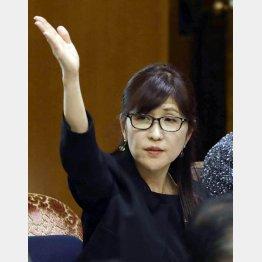 この緊迫時に…(C)日刊ゲンダイ