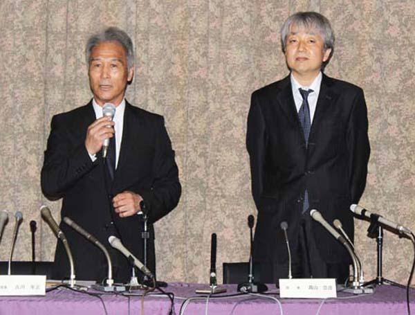 全日本スキー連盟の古川年正専務理事(左)と髙山崇彦理事(C)日刊ゲンダイ