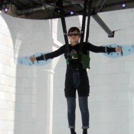 VRで空を飛ぶ? 巨大ロボで巨人体験も「踏みつぶしたい」