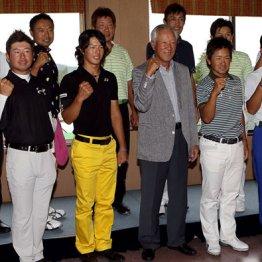 かつて4回開催されたゴルフ日韓戦の復活も立ち消え状態(写真=11年日本チーム団長の青木功と石川遼選手ら)