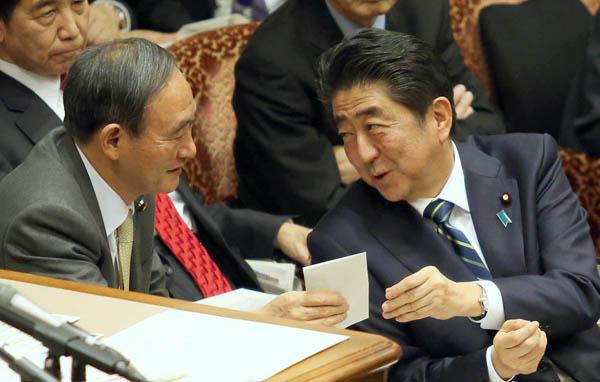 あらゆる権限を官邸に集中(C)日刊ゲンダイ