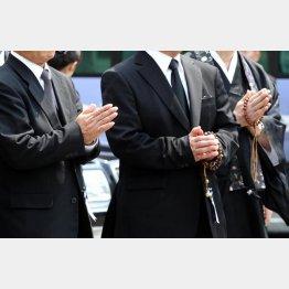 法事の回数と人数が減ったことも原因の一つ(C)日刊ゲンダイ