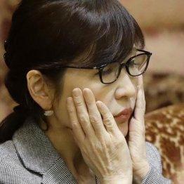 防衛次官がFB…稲田大臣をクビにしないと組織が崩壊する