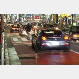 道路が火山灰だらけに…?(C)日刊ゲンダイ
