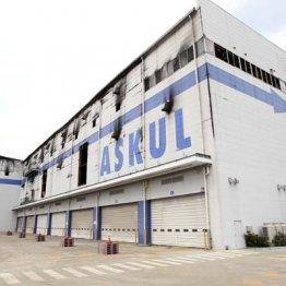 廃墟と化した巨大倉庫…