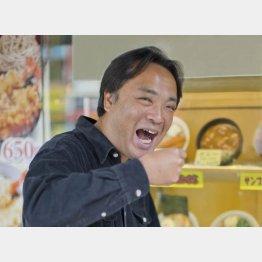 駅そば探索人の鈴木弘毅さん(C)日刊ゲンダイ