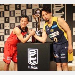 チャンピオンシップに向けて意気込む千葉の富樫(左)と栃木の田臥(C)日刊ゲンダイ