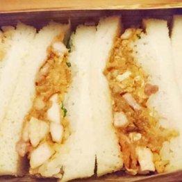 卵とろ~り親子丼ギッシリ 四谷「軍鶏一」のサンドイッチ