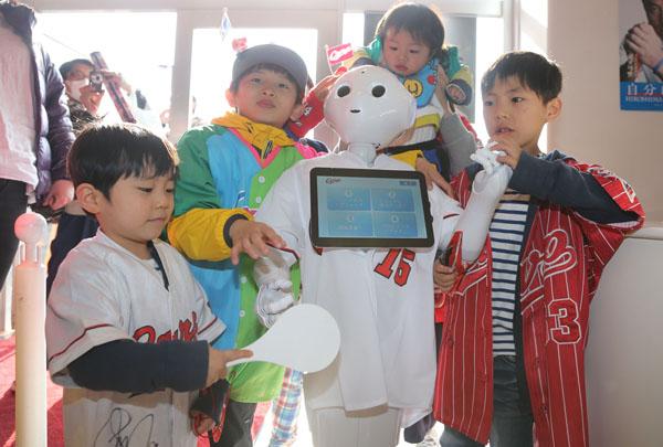 ロボットと競い合わせても…(C)日刊ゲンダイ