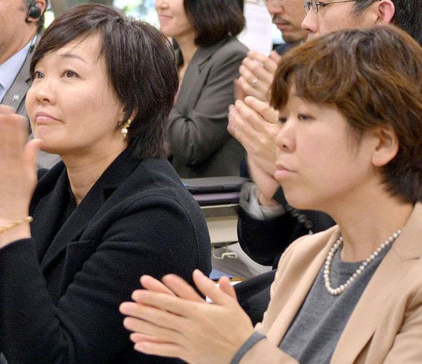 安倍昭恵夫人(左)と谷査恵子氏(C)横田一