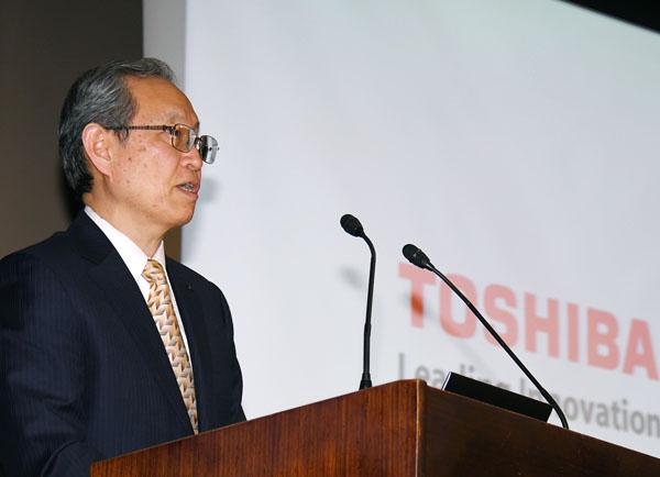 綱川社長は15日の会見で法的整理を完全否定(C)日刊ゲンダイ