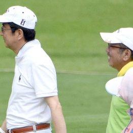 安倍首相と加計孝太郎氏(右)はゴルフを楽しむ仲