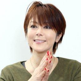 インタビューに応じる岡元あつこさん(C)日刊ゲンダイ