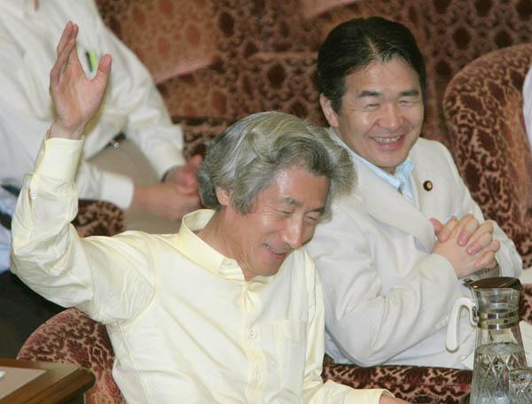 諸悪の根源を作った小泉・竹中コンビ(C)日刊ゲンダイ