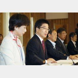 AV強要取り締まり強化・対策会議での加藤男女共同参画相と菅長官(C)共同通信社
