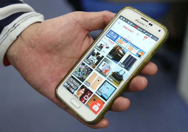 メルカリはユーザー数1000万人以上(C)日刊ゲンダイ