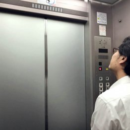 いつから? エレベーター内会話「マナー違反」までの背景