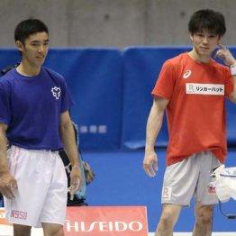 内村航平(右)と白井健三