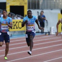 100メートル男子で3位に入った多田修平(右)