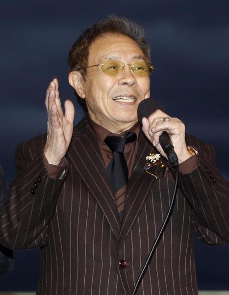 カラオケでは演歌 北島三郎さんの「与作」とか(笑い)(C)日刊ゲンダイ