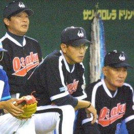 左から梨田監督、真弓、伊勢コーチ