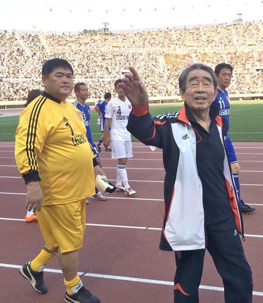 岡野俊一郎氏(右)と筆者(C)日刊ゲンダイ