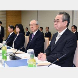 天皇陛下の退位を巡る有識者会議(C)共同通信社