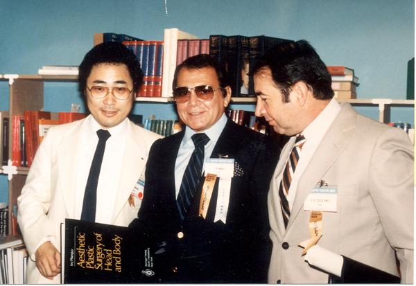 形成外科医で世界的権威のイボ・ピタンギ先生と(提供写真)