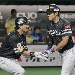 上林(右)が3ランを含む3安打4打点